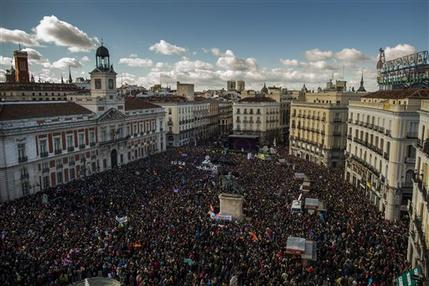 Tens of thousands join Podemos rally in Madrid