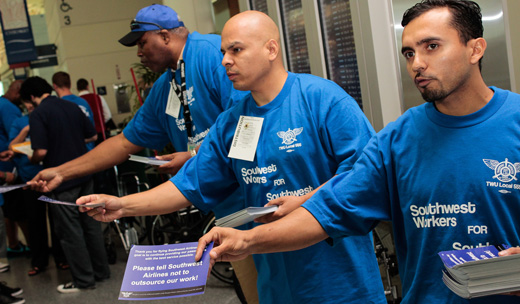 Southwest baggage handlers fight privatization