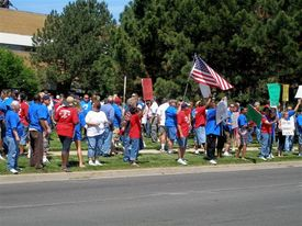 Rally protests plan to shut 8 Chrysler plants