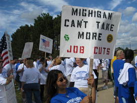 Hundreds rally to stop Chrysler plant closing
