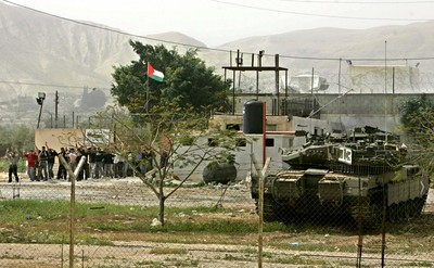 Israel storms Jericho jail