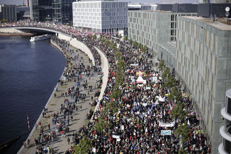 In Berlin 250,000 march against unfair trade