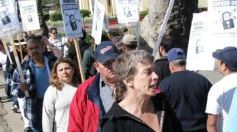 While golfers play, locked out workers picket