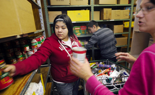 Food stamp use jumps to record rates in Illinois