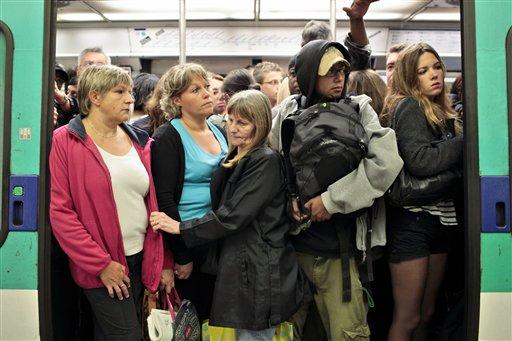 French support union strike vs. Sarkozy's pension plan