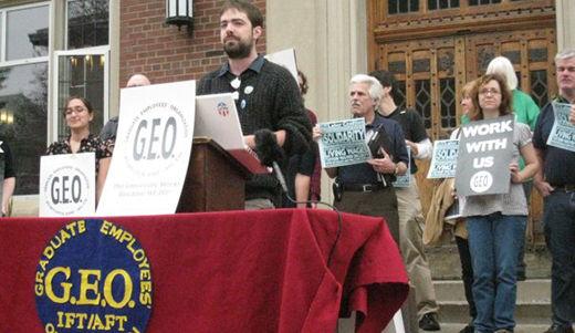 Illinois graduate employees move towards strike