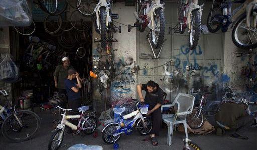 Israel allows potato chips into Gaza, but blockade continues