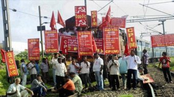 """India's shopkeepers go on strike over """"Walmart decision"""""""
