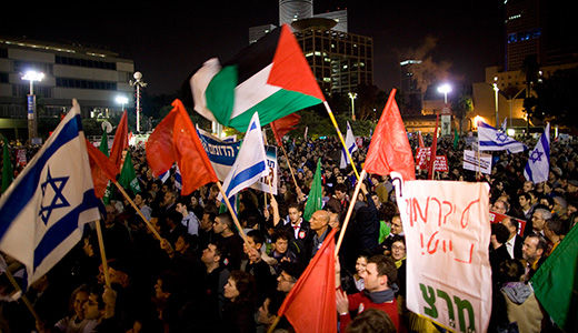 "Thousands of Israelis march against ""witch-hunt"""