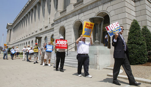 Extension of aid to jobless should pass Senate Tuesday