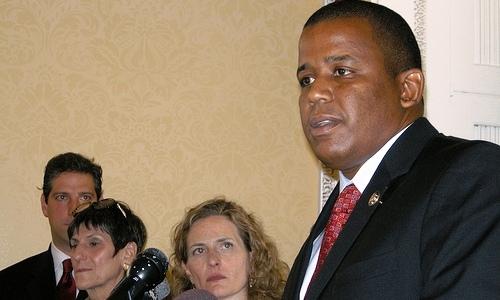 Meek turns in petitions for Florida Senate race