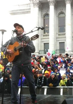 """Rage rocker Morello: """"This is a union town"""" (with video)"""