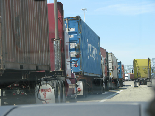 New report highlights port truck drivers' plight