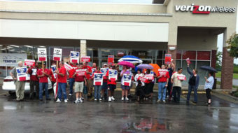 Heartland workers, activists stand with CWA against Verizon