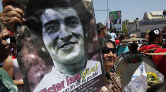Thousands pay homage to Victor Jara