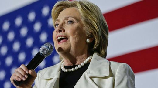 Wall Street split between Clinton and Trump, but most back Clinton
