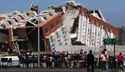 Powerful quake hits Chile, tsunami floods coast