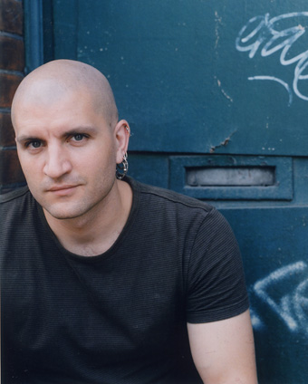 "China Miéville's postmodern fantasies in ""Three Moments of an Explosion"""