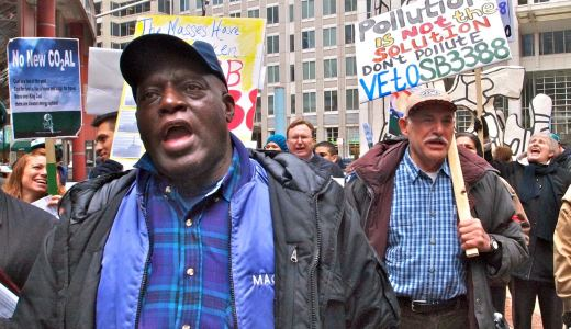 Video: South Chicago fights polluting plant