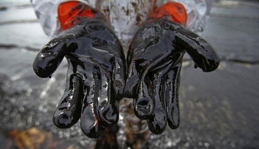 Koch-owned pipeline spews oil in Texas