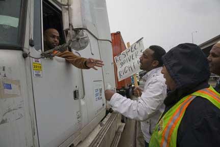 "Seattle port strike challenges ""independent contractor"" lie"