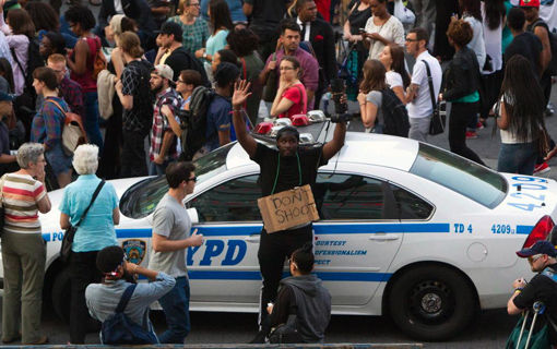 Thousands protest police violence in Staten Island