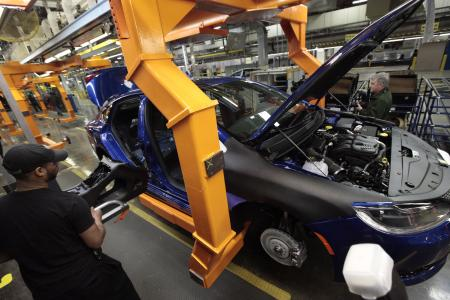 UAW: Chrysler pact gradually eliminates two-tier wages