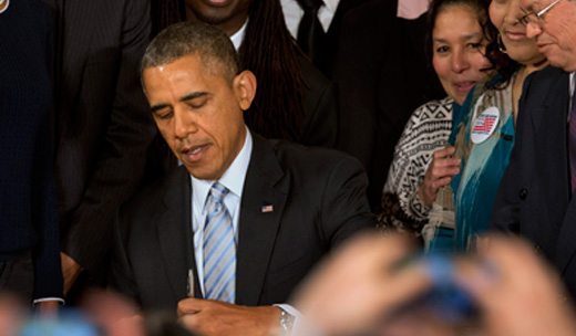 Union leaders hail Obama order raising minimum wage for contract workers