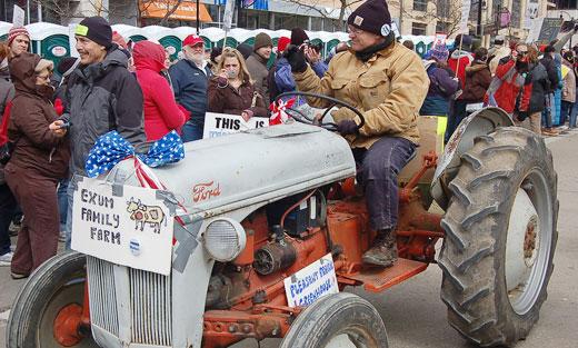 Cheers greet Ohio, Wisconsin fightback leaders