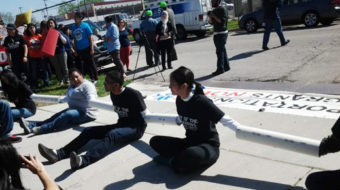 Seven undocumented demonstrators arrested at immigration detention center
