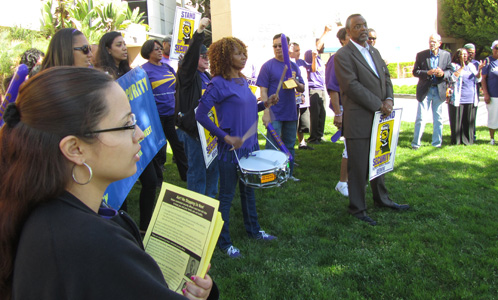 L.A. healthcare security workers demonstrate