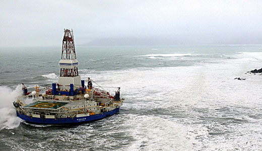 Grounded oil rig not yet leaking, investigation underway