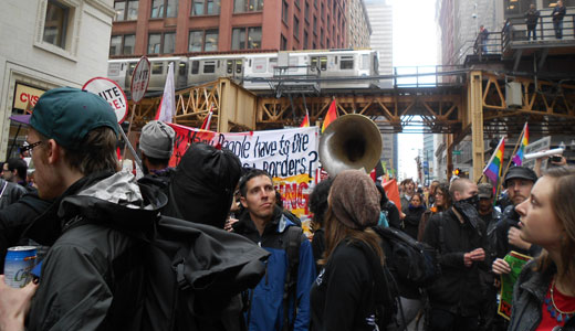 Thousands march peacefully in Chicago on May Day
