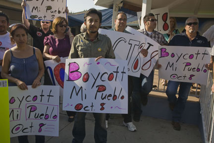Mexican supermarket workers and union condemn E-Verify