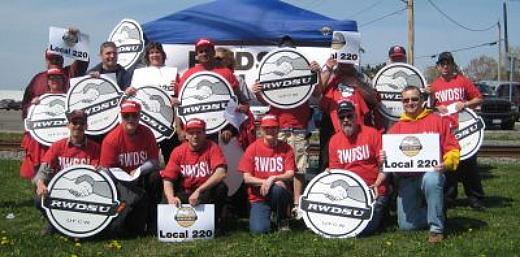 Mott's workers OK new contract