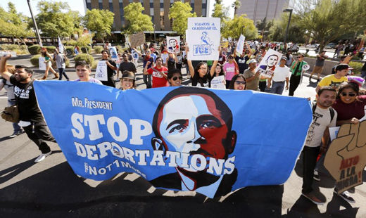 Immigrants continue fighting despite delay in Obama's executive action