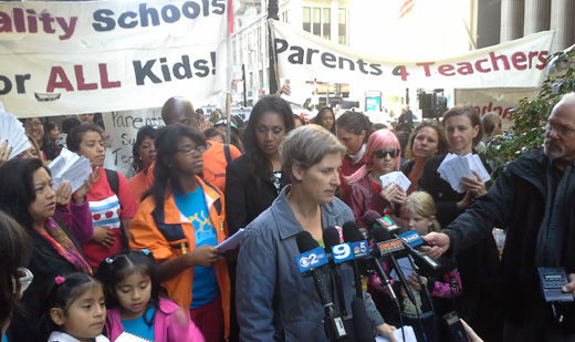 Parents and students back Chicago teachers