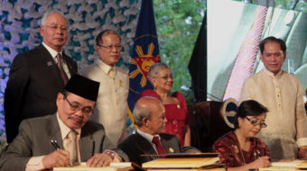 Philippine government signs historic peace deal