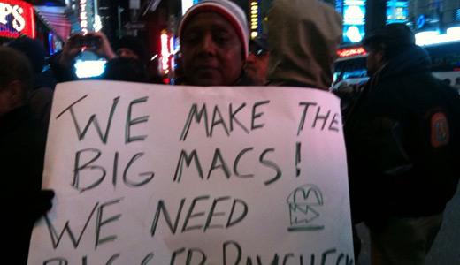 Hundreds in NYC demand better wages, conditions for low-wage workers