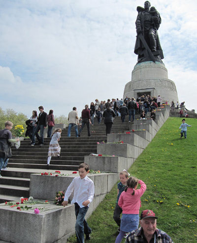 Remembering Volodya and the Soviet war dead