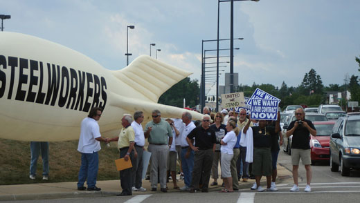 Steel union rallies at Omnova headquarters