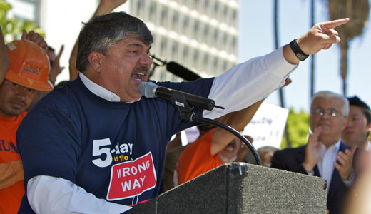 Trumka lauds low-wage workers' progress in self-organizing