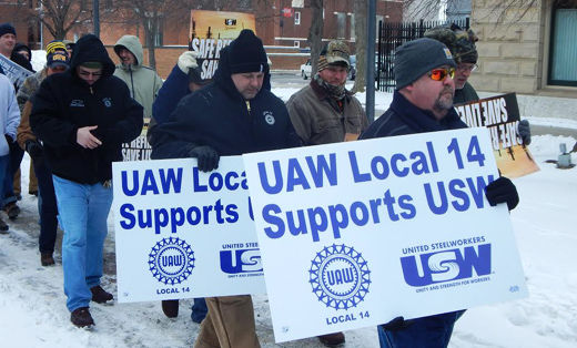 Ohioans brave severe cold to back oil strikers