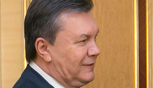 Ukraine: Arrest warrant issued for fugitive President Yanukovych