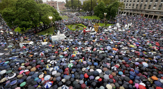 Argentine workers march against government's neoliberal economic policies