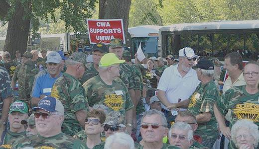 Miners march on Congress to demand legislation to save pensions