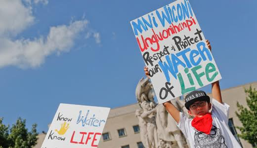 Federal government calls a halt to North Dakota Pipeline