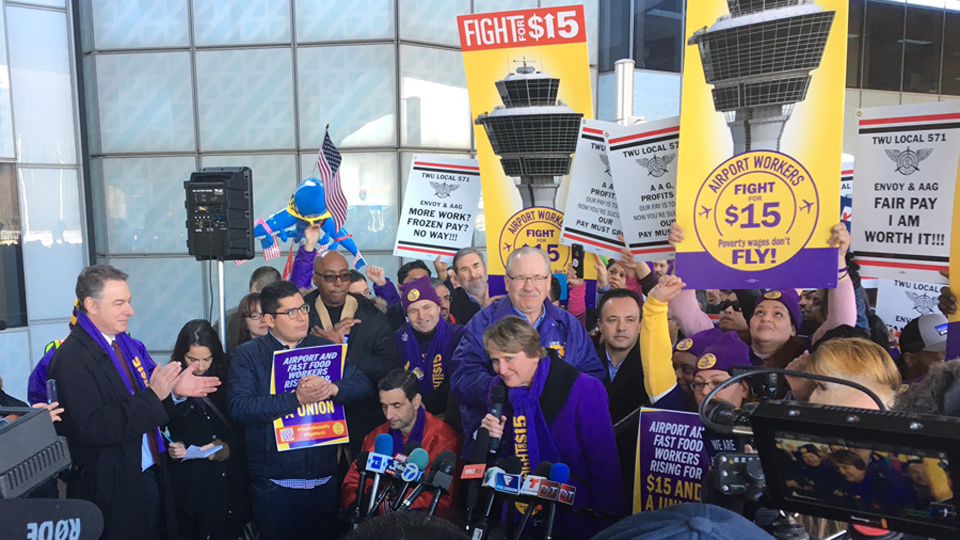 Hundreds of Chicago airport workers join Fight for $15 action
