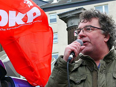 Patrik Köbele, a leader of the German Communist Party, speaks at a demonstration. | DKP
