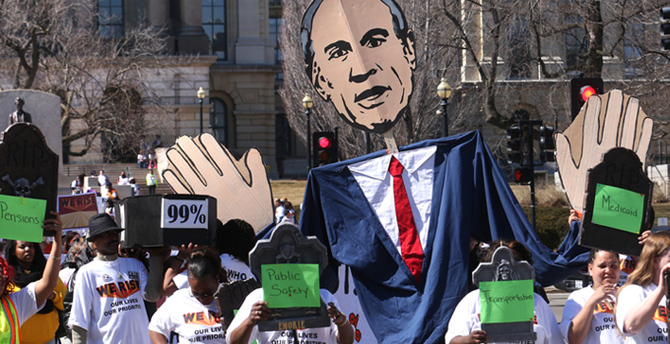 Illinois state workers win against Rauner's cuts, temporarily